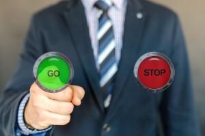 Go or Stop_Symbolfoto für Konfliktmanagement_Pete Linforth_pixabay
